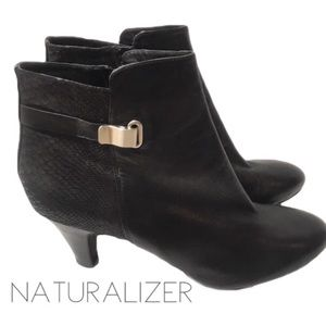 Naturalizer black leather buckle ankle bootie 12